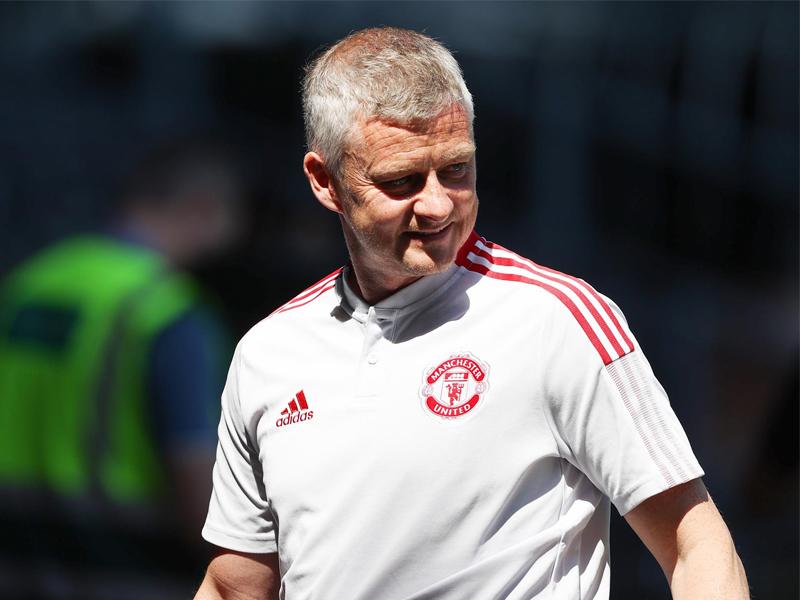 Man Utd manager Ole Gunnar Solskjaer signs new deal until 2024