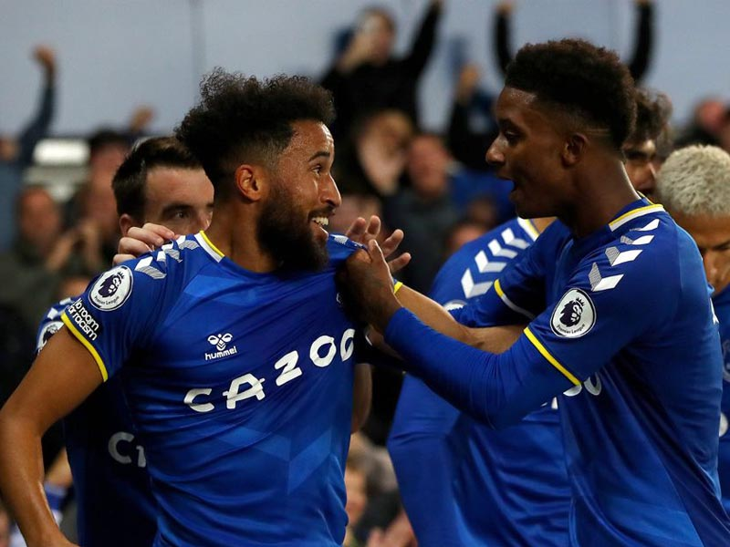 Andros Townsend's brilliant goal capped another comeback win for Everton as victory over Burnley moved them level on points with the Premier League's top three