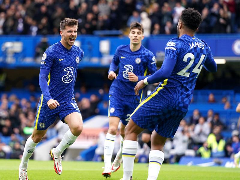 Mason Mount scored a hat-trick as Premier League leaders Chelsea thrashed bottom club Norwich at Stamford Bridge